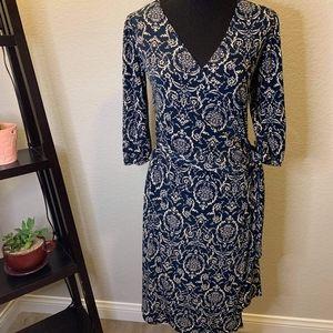 Soprano below knees long sleeved dress